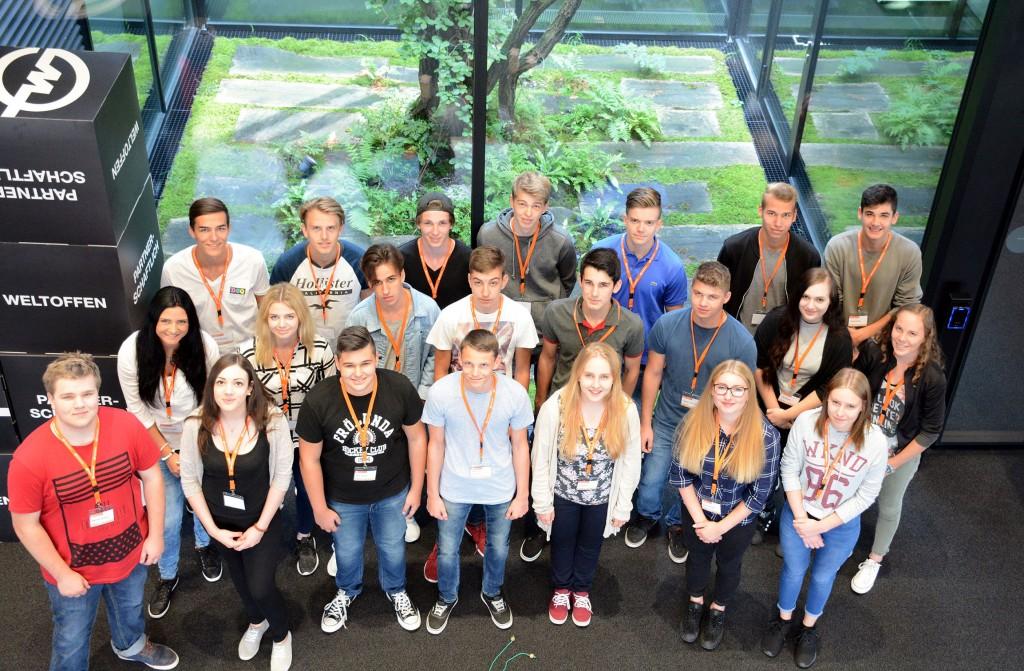 Diese Lehrlinge starteten im September 2016 ihre berufliche Laufbahn bei Gebrüder Weiss. Das Unternehmen bietet jährlich rund 20 Lehrstellen in Vorarlberg an.